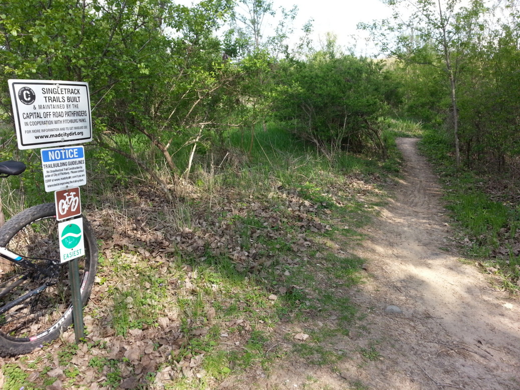 The entrance to a typical Green-level mtb trail